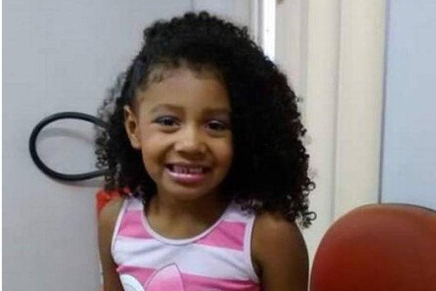 Criança de 8 anos morre após ser baleada em ação policial